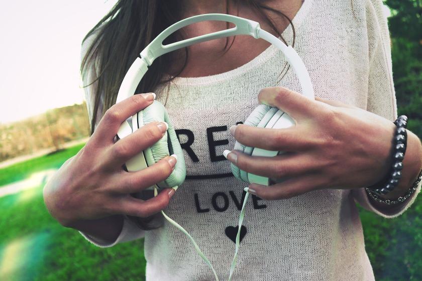 headphones-926072_1920